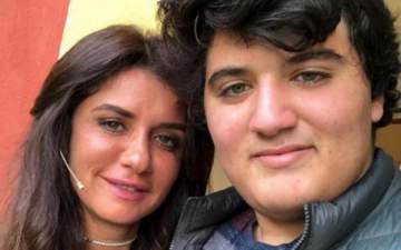 إبن غادة عادل ينتقد إطلالتها في الجونة وهي ترد- بالصورة