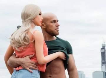 لاعب كمال أجسام يكشف زواجه من حبيبته الدمية الجنسية.. بالصور