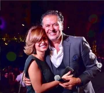 شاهد منة فضالي ترقص مع راغب علامة على المسرح-بالفيديو