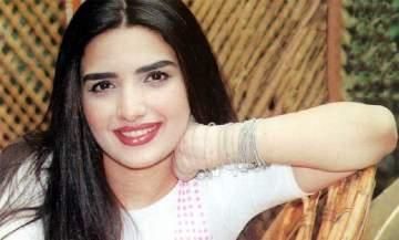 ياسمين الجيلاني تزوّجت من عمر خورشيد الذي يصغرها سناً.. وأثارت الجدل حول جنسينتها