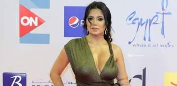 رانيا يوسف تتلقى عرض زواج وهذا من يختار فساتينها