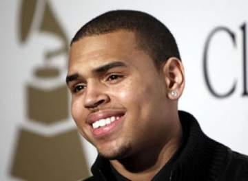 كريس براون يطلق ثلاث أغنيات من ألبومه المقبل