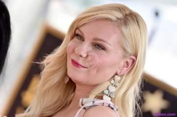 كريستين دانست تحتفل بحصولها على نجمة بممر المشاهير في هوليوود.. بالصور