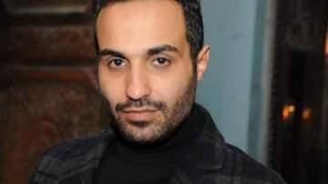 هل تأثّرت علاقة أحمد فهمي بـ حسين فهمي بعد انفصاله عن ابنته؟