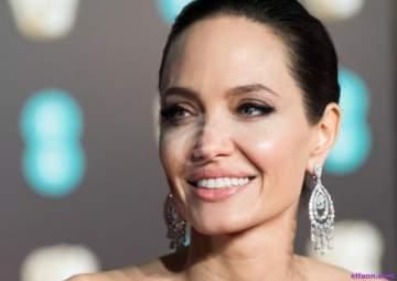 أنجلينا جولي تتزوج سراً من مليونير بريطاني!