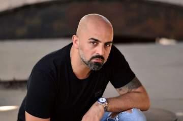 خاص الفن- بعد الهجوم عليه في سوريا.. مجد موصللي يرد ويوضح