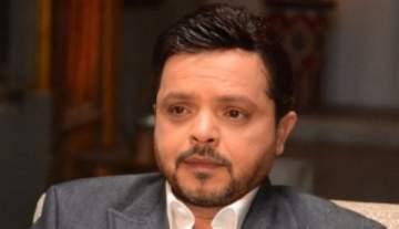 محمد هنيدي يؤدي مناسك العمرة.. بالصورة