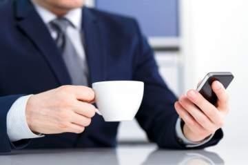 تطبيق هاتفي يفضح رجل أعمال