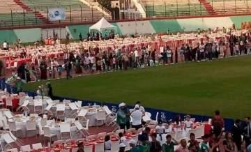 أكبر مائدة إفطار في العالم في الجزائر