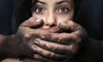 اغتصب امرأة نائمة بحضور زوجته!