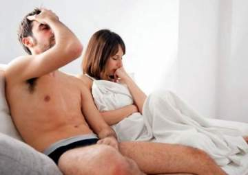 الضغط على القضيب لتأخير القذف خلال الجنس