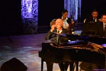 خاص بالصور- عمر خيرت يعزف أجمل مقطوعاته الموسيقية بمهرجان الموسيقى العربية
