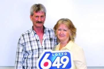 زوجان محظوظان ربحا اليانصيب 3 مرات متتالية