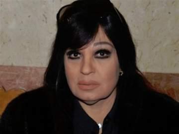 فيفي عبده تودع شقيقتها إلى مثواها الأخير