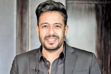 ظهور نادر لزوجة محمد حماقي وكلمات رومنسية منه بمناسبة عيد ميلادها