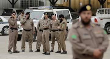 شرطي سعودي ينقذ طفلة من كارثة خلال الاحتفال باليوم الوطني السعودي-بالفيديو