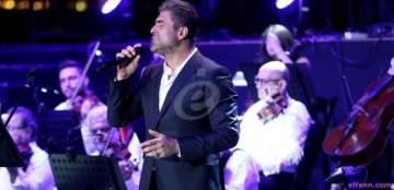 بالفيديو- لحظتان تعرّض فيهما وائل كفوري للسرقة على المسرح