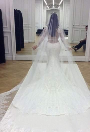 تعرفوا على اغلى 5 فساتين اعراس في العالم ونجمة عربية سعيدة بارتدائها منها..بالصور