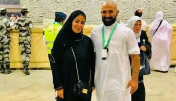 أحمد سعد وسمية الخشاب يعودان للقاهرة بعد أداء فريضة الحج