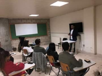 الإعلامي نبيل الرفاعي يحاضر في جامعة الكفاءات