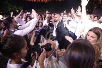 خاص بالصور- ناجي أسطا يشارك عروسين أجمل لحظاتهما