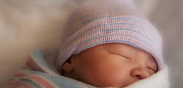 سيدة تنجب طفلة.. بعد 3 أشهر على إعلان وفاتها!