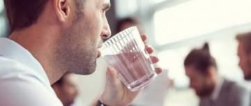 كأس دافئ من الماء صباحا يغيّر حياتك