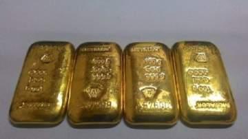هندي يخفي 12 سبيكة من الذهب داخل أمعائه