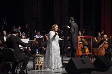 بالصور- عفاف راضي تعود للغناء عبر أوبرا دمشق