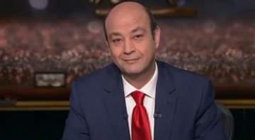 """بالفيديو- بعد وفاة مخرج برنامجه شريف السقا .. عمرو أديب يبكي خلال تقديم """"الحكاية"""""""