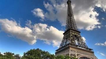 """مواطن آسيوي يشتري جزءاً من سلالم """"برج إيفل"""" بنصف مليون يورو"""