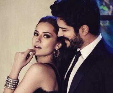 هكذا تظهر فهرية أفجين دعمها لزوجها بوراك أوزجيفيت خلال تصويره المؤسس عثمان
