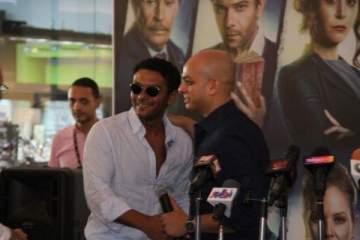 آسر ياسين يحضر حفل توقيع أحمد مراد لرواية