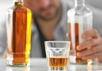كيف يرى الشاب المرأة بعد شرب الكحول؟