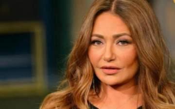 بالفيديو- ليلى علوي تبكي متأثرة بوفاة شقيقة أنغام في مهرجان السينما العربية