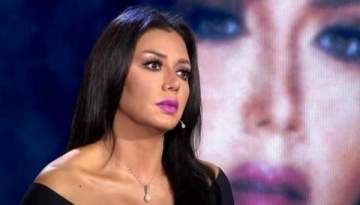 بعد رانيا يوسف اعلامية سعودية تثير الجدل بفستانها الشفاف والجريء- بالصورة