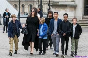 أنجلينا جولي تشعر بالذنب تجاه أولادها