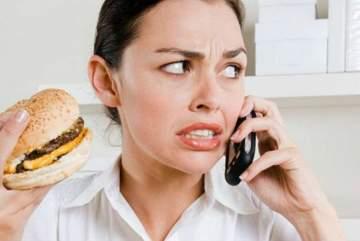 كيف يؤثر إستخدام الهاتف في خطر البدانة وخسارة الوزن؟