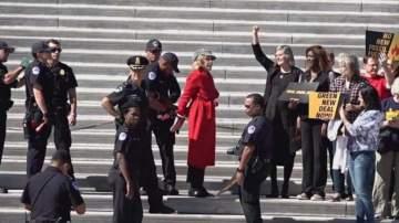 بالفيديو- إلقاء القبض على ممثلة أميركة شهيرة اثناء مشاركتها في تظاهرة