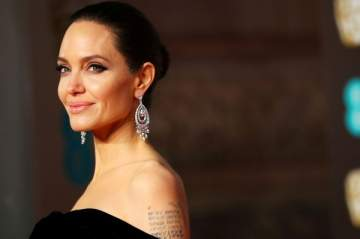 أنجلينا جولي تصدم محبيها بـ