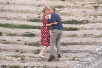 قبلة حميمة بين نجمي جايمس بوند دانيال كريغ وليا سيدو في ايطاليا