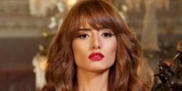 بالفيديو- زينة تؤدي أول صلاة جمعة في مسجد هيثم أحمد زكي