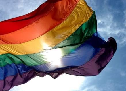مشاهير أعلنوا مثليتهم وتزوجوا من رجال.. فنان لبناني يثير صدمة