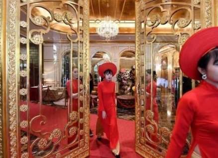 فندق فاخر من الذهب في متناول الأثرياء ومتوسطي الحال-بالصور