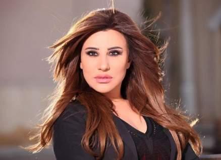 بالفيديو - نجوى كرم تضيء شمعة على نيّة لبنان