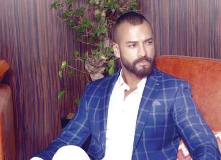 بالفيديو- وسام حنا عالق في دبي ويصفّق