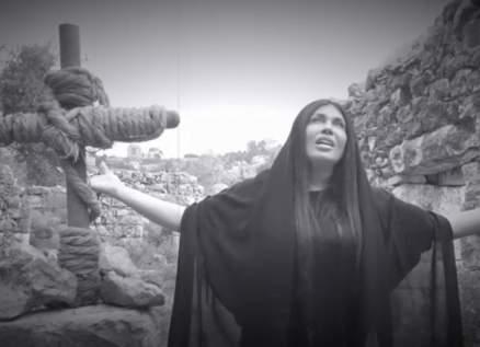 """ساندرين الراسي تكشف كواليس ترنيمة """"زيح الحجر"""". بالفيديو"""
