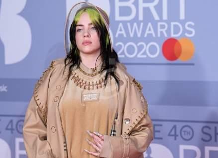 """بيلي إيليش الأولى في بريطانيا بأغنيتها """"No Time To Die"""".. بالصورة"""