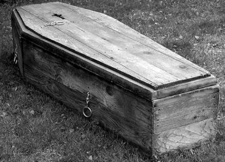 هندية تعود الى الحياة.. خلال التحضير لدفنها!
