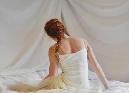 نجمة خليجية تصدم المتابعين بصورتها الجريئة على السرير.. بالفيديو